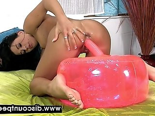 Pussy play fun for piss soaked European