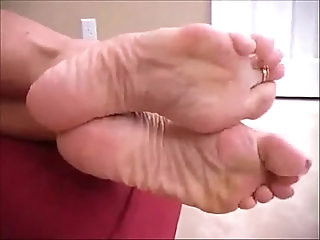 Rub your cock on my soles